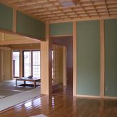 空間を広く取った和室