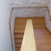 階段上から見た踊り場