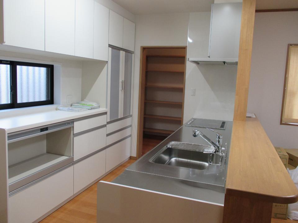キッチンはシステムキッチンを使用しました。
