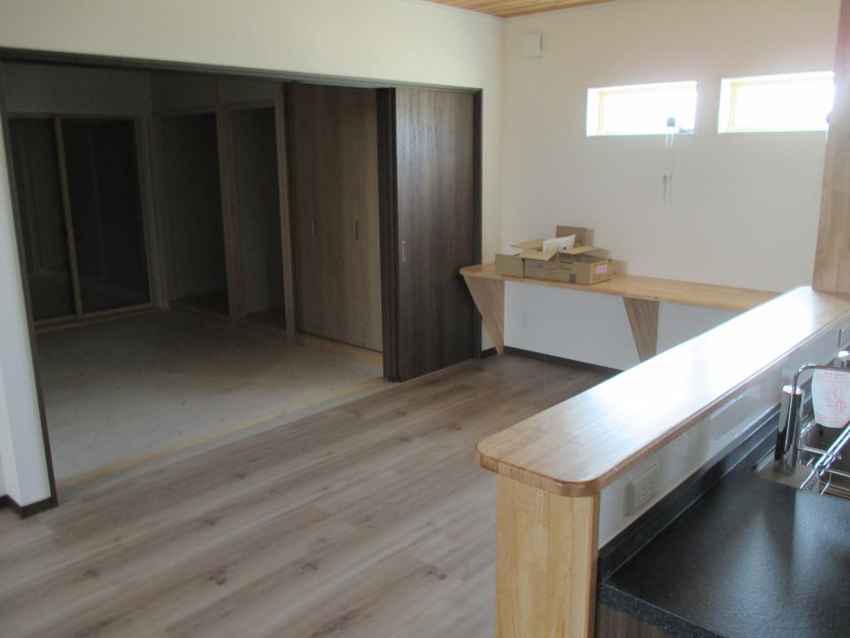 キッチンからの別角度の写真です。