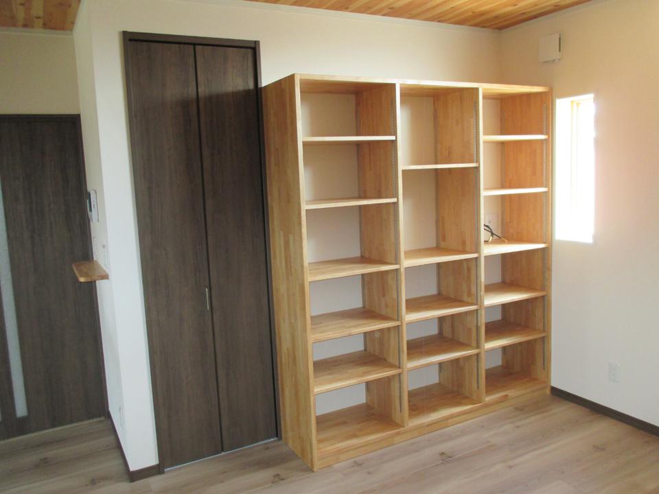 棚を作りました。 飾り棚として使用できます。